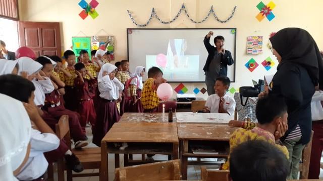 Mahasiswa KKN ITERA Gelar Trauma Healing pada Korban Tsunami Lamsel (294447)
