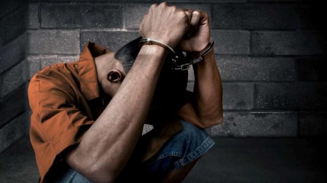 LIPUTAN KHUSUS, Salah Tangkap Pelaku Kriminal, Ilustrasi Dipenjara