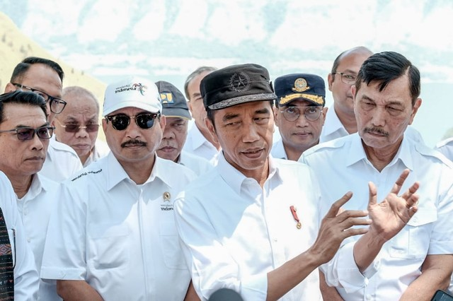 com-Presiden Jokowi saat berada di The Kaldera Nomadic Escape bersama Kementerian Pariwisata.