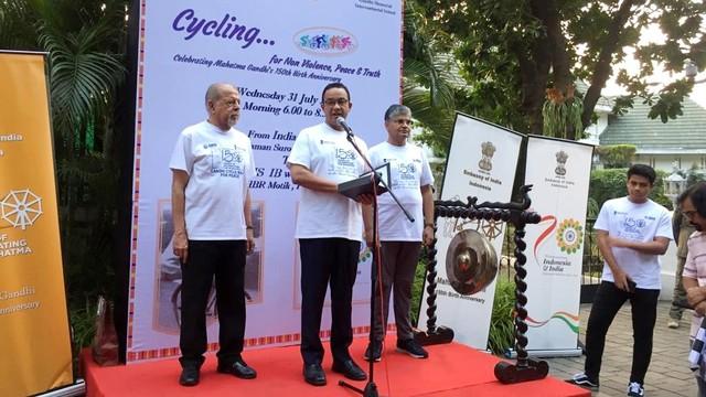 Gubernur DKI Jakarta Anies Baswedan, kegiatan sepeda santai, peringati hari lahir Mahatma Gandhi