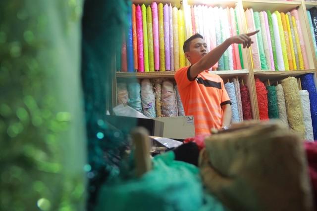 com-Produk tekstil dalam negeri semakin tertekan dengan membanjirnya produk impor. Akibatnya, surplus perdagangan industri TPT pun tergerus.