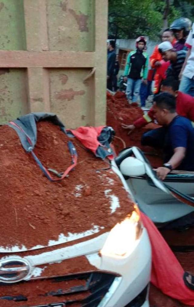 Teror Truk di Jalan Raya (1183432)
