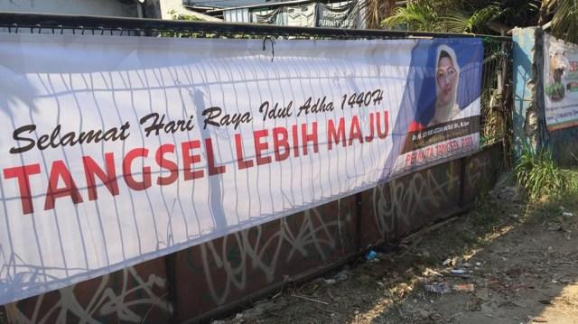 Spanduk anak Ma'ruf Amin bakal calon wali kota Tangsel.