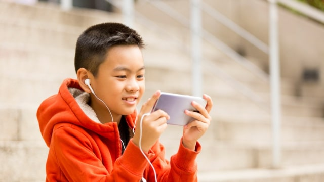 7 Dampak Buruk Kecanduan Gadget pada Tumbuh Kembang Anak (461374)