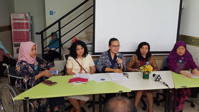 Romi dalam Konferensi Pers di kantor HWDI.