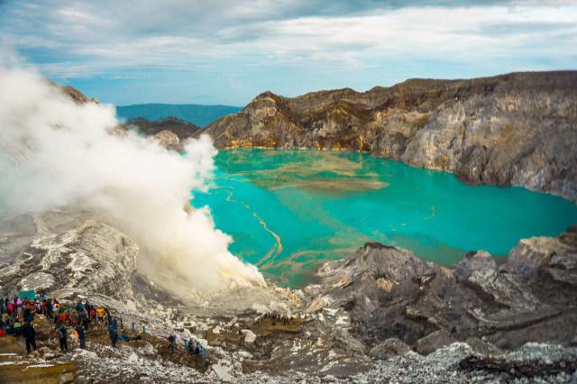 Banjir Lumpur Landa Akses Menuju Wisata Kawah Ijen (30448)