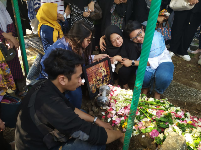 Suasana pemakaman Agung Hercules di TPU Cikutra Bandung