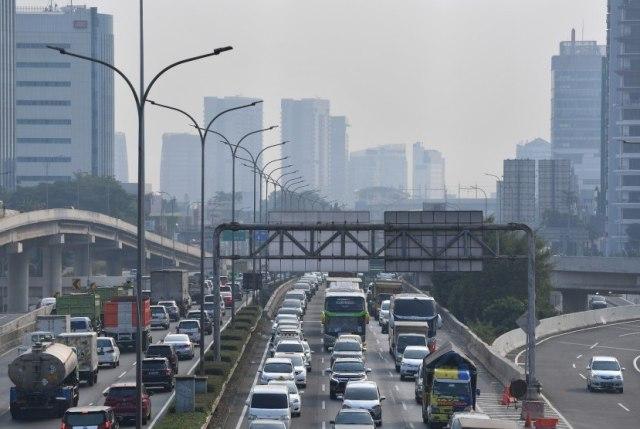 Ilustrasi kendaraan  bermotor di Jakarta