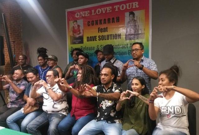 Conkarah-Dave Baransano Gelar Konser Reggae Satu Cinta di Tanah Papua  (174156)