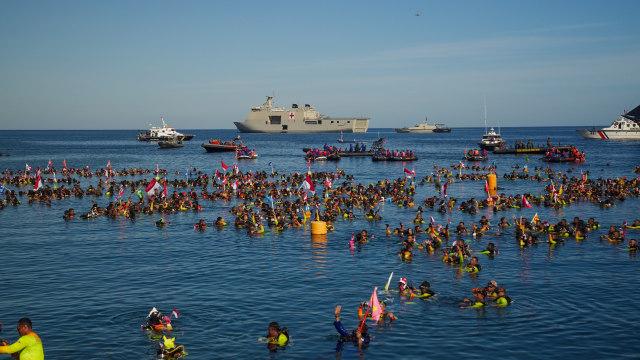 2 Rekor Dunia Pecah: 3.131 Penyelam dan Bentangkan 1.014 M Merah Putih (373496)