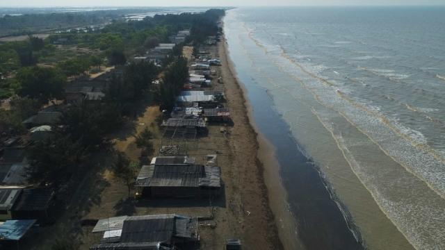 LIPUTAN KHUSUS, Tumpahan Minyak Pertamina, Pantai Tanjung Pakis, Karawang