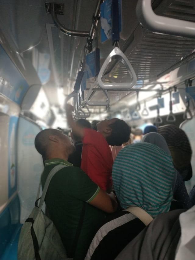(NOT COVER) Evakuasi penumpang MRT yang mogok di bawah tanah