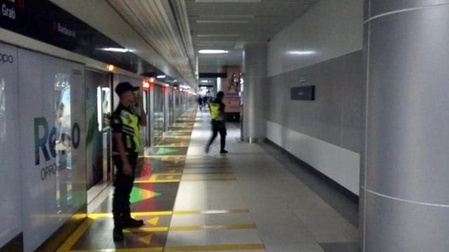 Evakuasi penumpang MRT yang mogok di bawah tanah