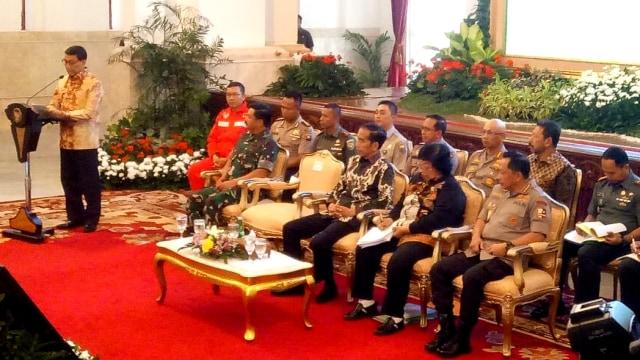 Jokowi di Depan Kapolri-TNI: Copot yang Tak Bisa Atasi Kebakaran Hutan (121810)