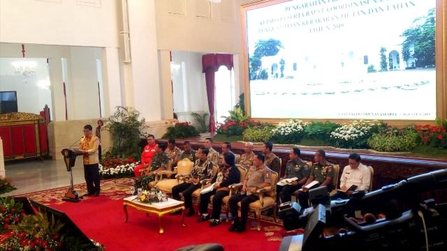 Jokowi di Depan Kapolri-TNI: Copot yang Tak Bisa Atasi Kebakaran Hutan (121811)