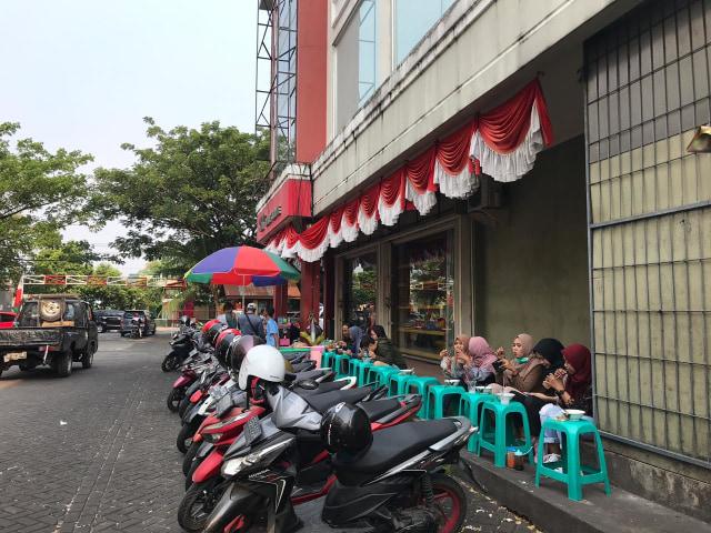 Makan Bakso Malang di Pontianak Mall, Kursi Jadi Meja (30123)