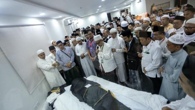 Jenazah Mbah Moen, semayamkan di Daker Mekkah