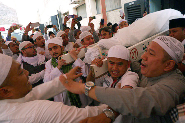 Mbah Moen Wafat, KH Maimun Zubair , di Masjid Muhajirin Khalidiyah