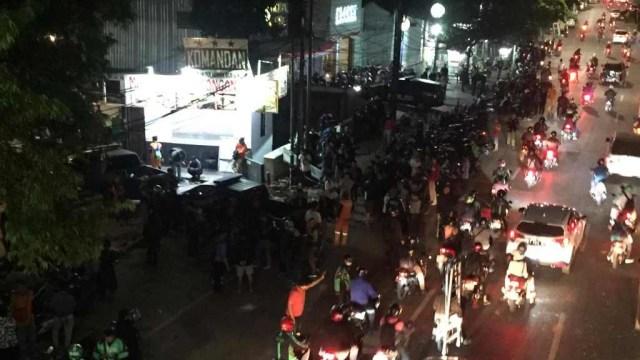 Massa pasca rusuh di Komandan Caffe, Jakarta