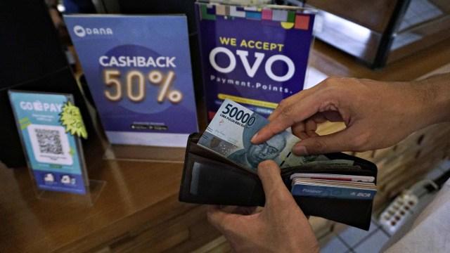 OVO, GoPay, DANA, LinkAja: Bergandeng Tangan Melawan Uang Tunai (525888)