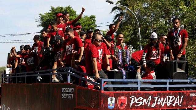 Foto: Ribuan Suporter Hadiri Pawai Kemenangan PSM Makassar (22326)
