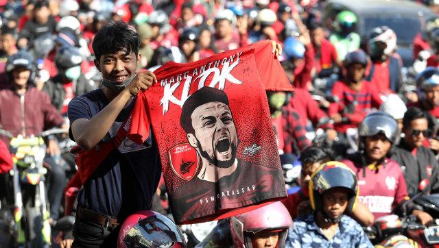 Foto: Ribuan Suporter Hadiri Pawai Kemenangan PSM Makassar (22321)