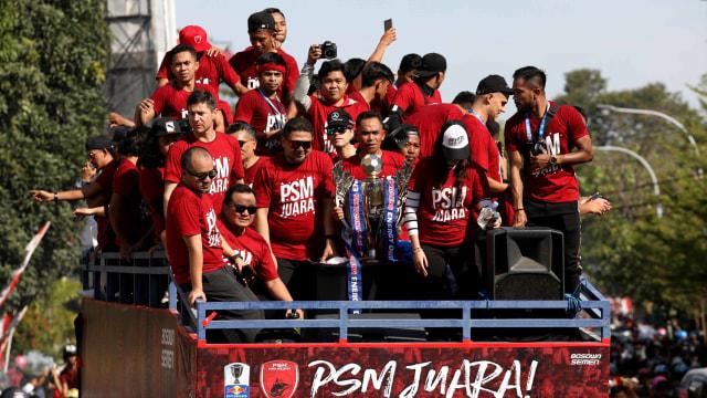 Foto: Ribuan Suporter Hadiri Pawai Kemenangan PSM Makassar (22325)