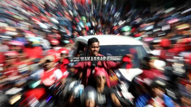 Foto: Ribuan Suporter Hadiri Pawai Kemenangan PSM Makassar (22328)