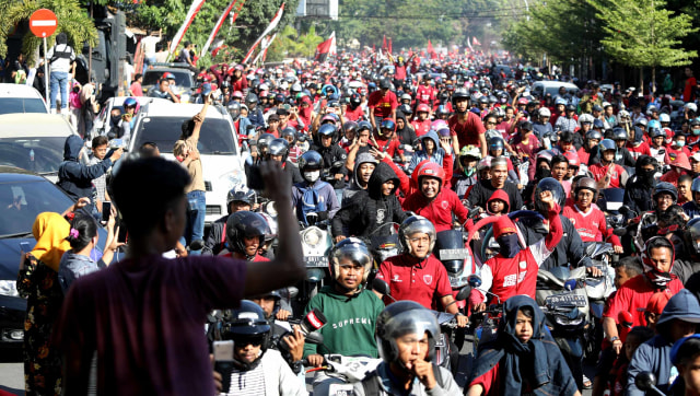 Foto: Ribuan Suporter Hadiri Pawai Kemenangan PSM Makassar (22320)