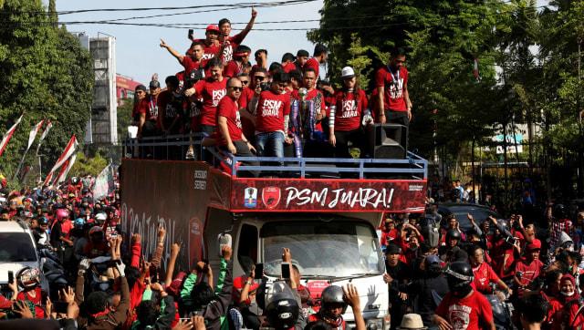 Foto: Ribuan Suporter Hadiri Pawai Kemenangan PSM Makassar (22317)