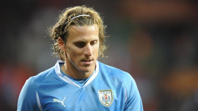 Dengan Terpaksa, Diego Forlan Undur Diri dari Sepak Bola (29310)