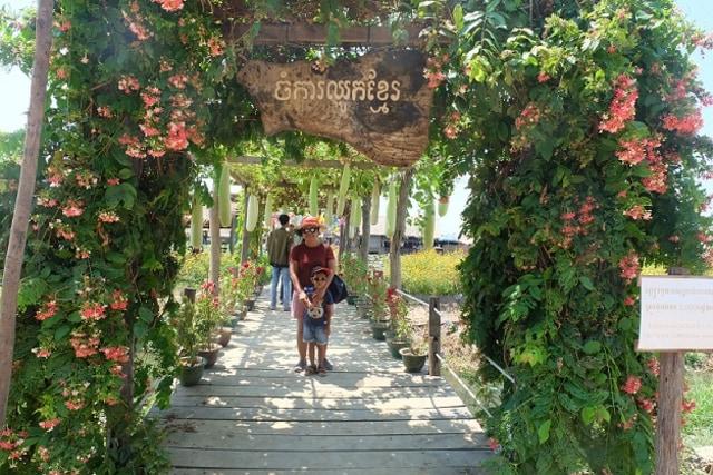 Sensasi Mencicipi Bunga Teratai, Camilan Khas Masyarakat Kamboja (306131)