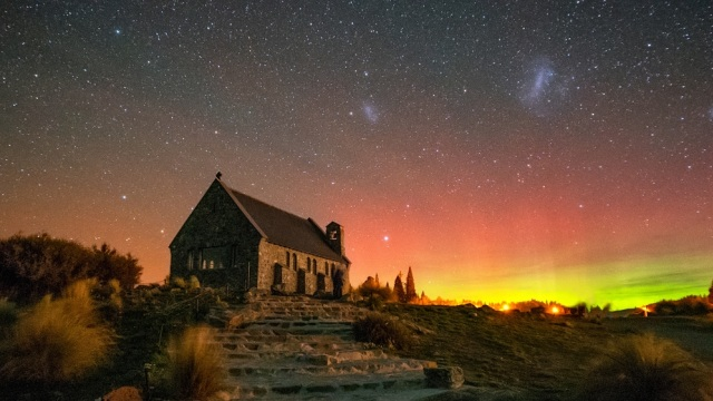 Church of The Good Shepherd di tengah aurora Australis