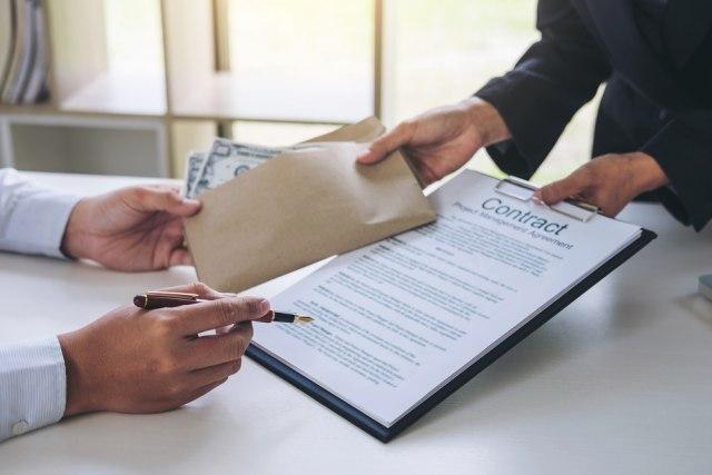 com-Finmas, ilustrasi kontrak pinjaman uang
