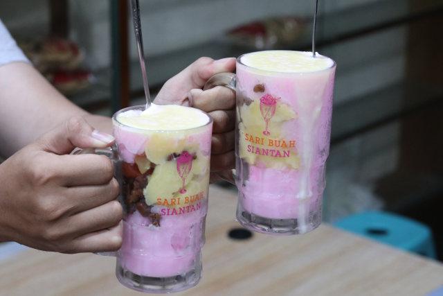 Mencicipi 'Es Nona Sari Buah', Kuliner Legendaris Khas Pontianak (956143)