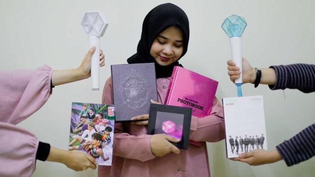 KONTEN SPESIAL, (COVER), Koleksi K-Pop, Ilustrasi Kolektor Merchandise K-Pop