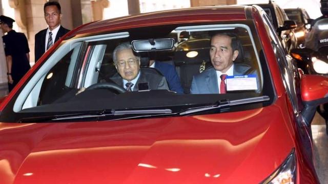 Jokowi disopiri Mahathir
