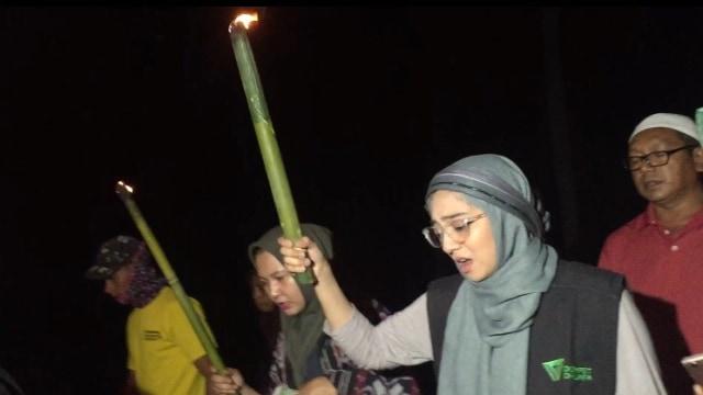Pengalaman Berharga Chiki Fawzi Berkurban di Pelosok Indonesia  (82416)