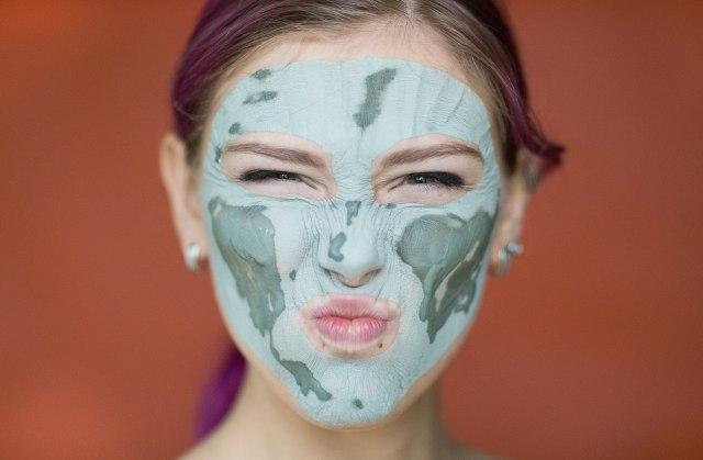 masker clay, perempuan