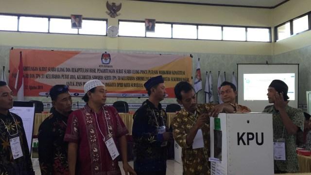KPU Tetapkan 50 Anggota DPRD Surabaya Terpilih (722801)