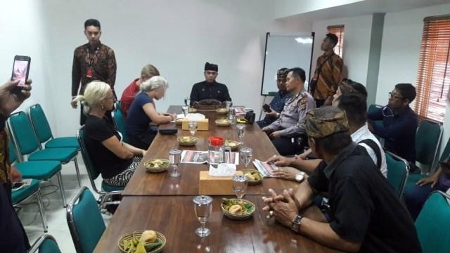 WN Ceko Akan ikut Upacara Penyucian Setelah Lecehkan Pura Monkey Forest, Ubud