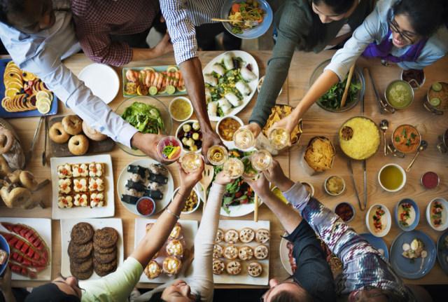com-Ilustrasi makan bareng