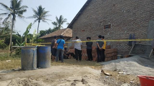 Suasana di rumah pembunuhan sekeluarga di Serang, Banten