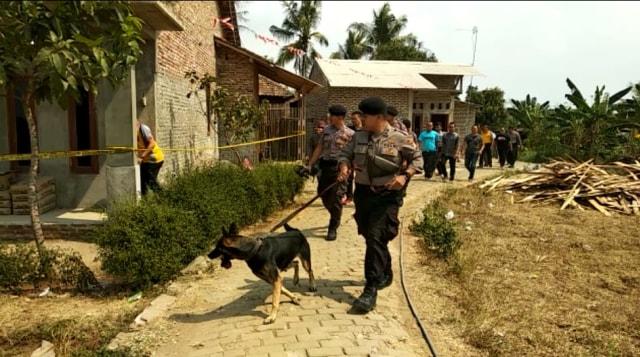 Suasana rumah pembunuhan sekeluarga di Serang