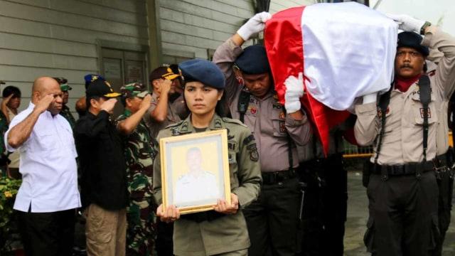 Pelepasan jenazah Brigadir Polisi (Anumerta) Hedar di Bandara Mozes Kilangin Timika