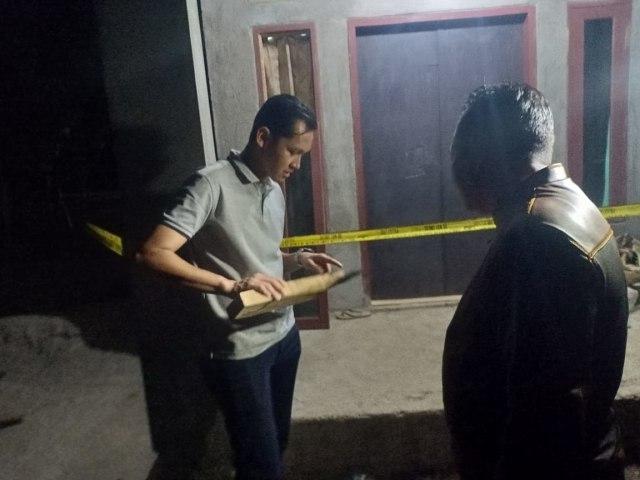 Proses pemakaman jenazah pembunuhan satu keluarga di Serang