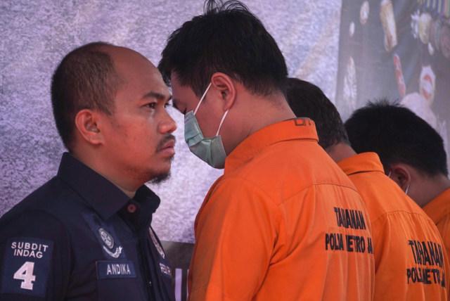 Foto: Polisi Gagalkan Penyelundupan Jutaan Kosmetik Ilegal Asal China (1147319)