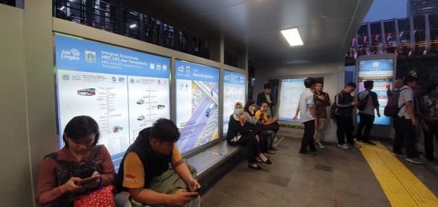 Berkolaborasi lewat Papan Informasi Transportasi Publik Jakarta (1239452)