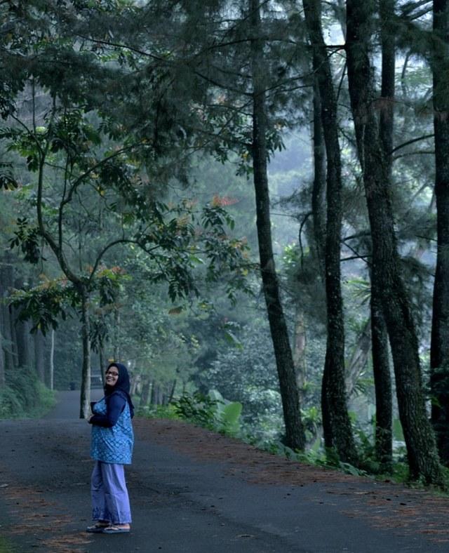 Foto Menikmati Wisata Alam Curug Nangka Di Kaki Gunung