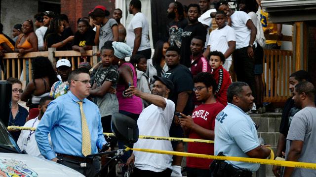 Baku Tembak di Philadelphia, 2 Polisi Masih Disandera  (11299)